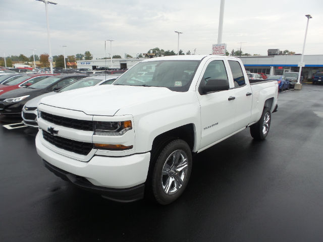 new 2017 chevrolet silverado 1500 silverado custom truck in midland hz114873 garber chevrolet. Black Bedroom Furniture Sets. Home Design Ideas